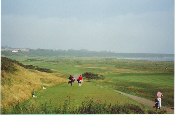 The 3rd tee: The glory of the links unfolds.