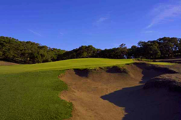 The small, dangerous and brilliant knob green of the brilliant tenth hole.