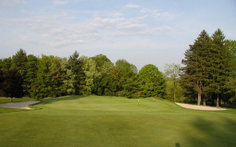 Though the bunkering isnt original, the green and its amazing rolls are vintage Travis.