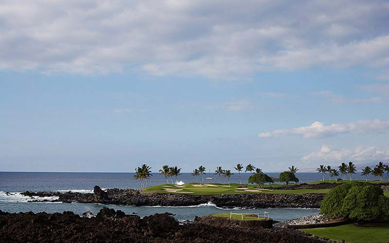 Perhaps the most famous hole in the Nelson Haworth portfolio - the dramatic fifteenth at Mauna Lani.