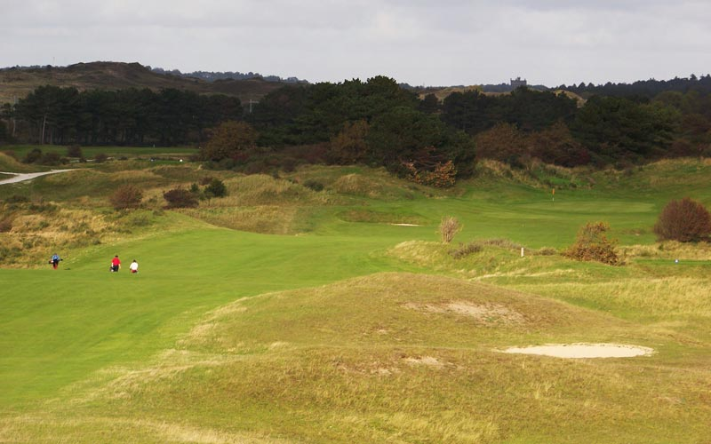 The long sixteenth works its way through the dunes.