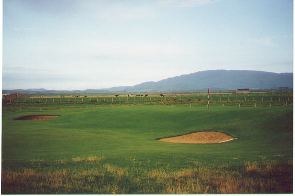 Note the false front to the 13th green at Macrihanish.