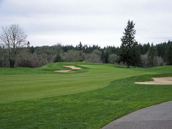 The fifteenth green, as seen from 150 yds out.