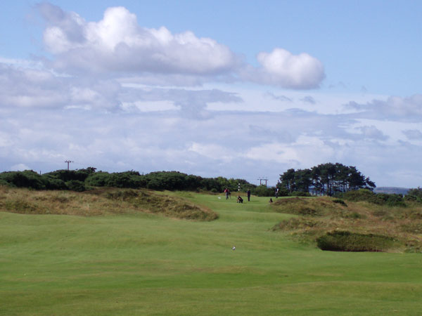Approach to the par four sixth (looking back from the seventh fairway).