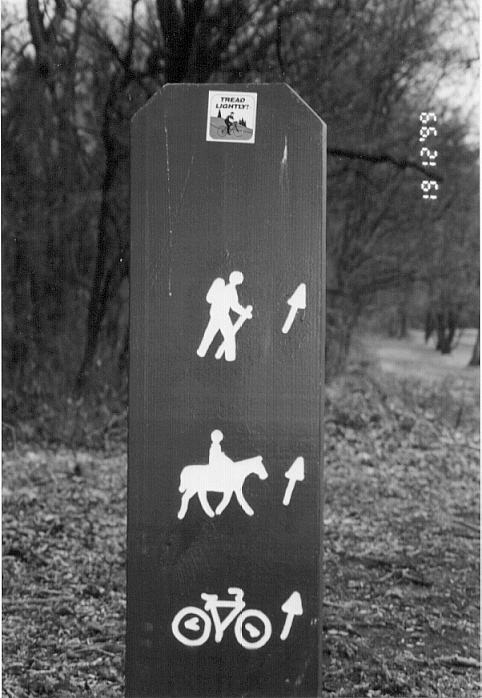 This sign between the 3rd and 4th holes ensures the player wont be side-tracked on a horse trail.