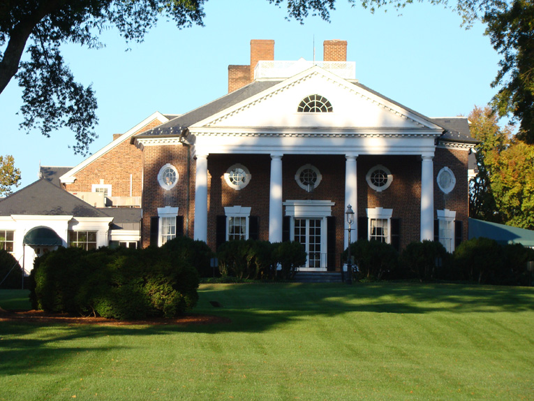The east wing of the clubhouse that Thomas Jefferson designed is two hundred yards from the eighteenth green.