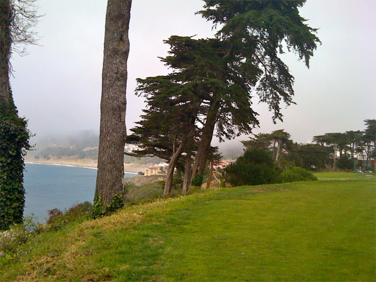 The setting for the famous 17th hole: today on a foggy day…