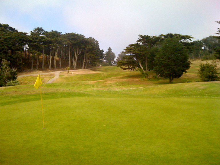 The 4th hole's rolling fairway has trouble on both sides, necessitating a decision from the tee.