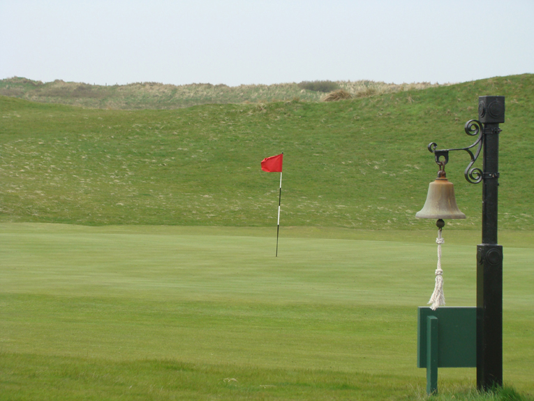 The 'fair' aspects of the hole rarely get mentioned: the putting surface is some fifty yards beyond the base of the hill and open across the front. If you want unfair, you'll have to wait until the thirteenth, fifteenth or seventeenth greens!