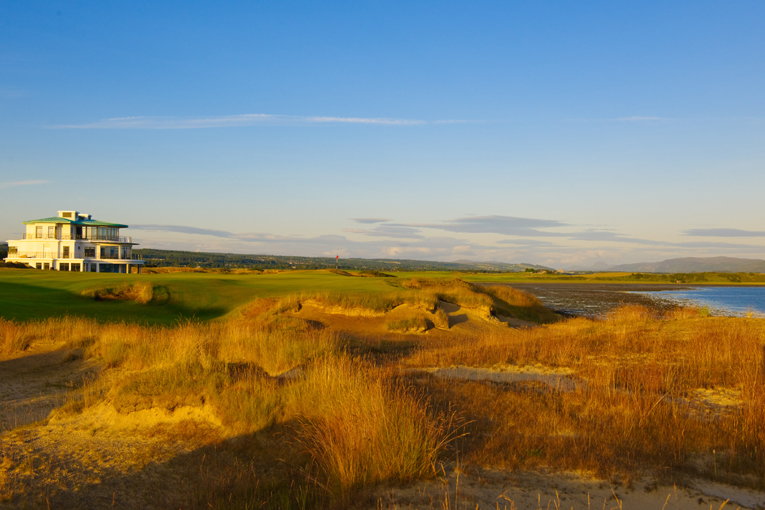 The Home hole at Castle Stuart tumbles 660 yards downhill to a green that finishes beyond this sprawling bunker complex. Downwind, golfers can have as little as a mid-iron in for their second shot. Into the wind, and golfers can have the same mid-iron but for their third!