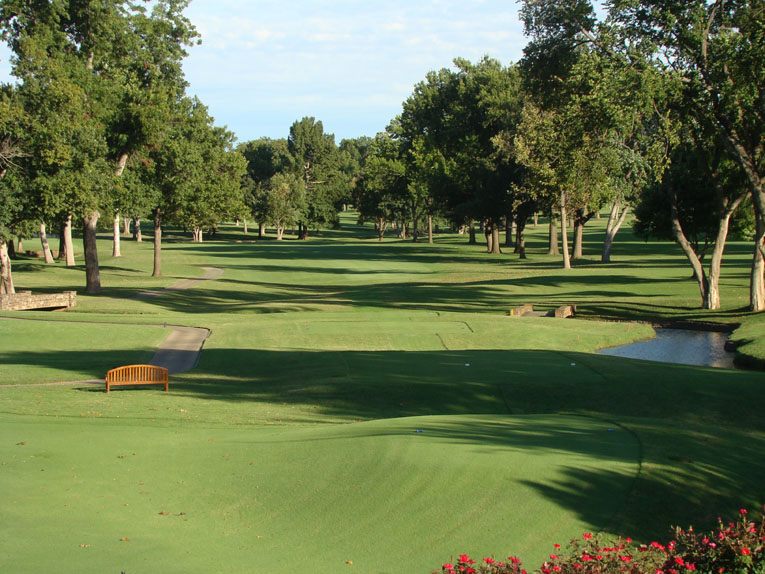As seen from the championship tee at the third, a pulled or pushed tee shot ...