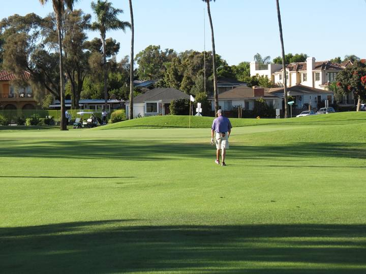 Daray left the front of the fourteenth green free of hazards in order to welcome a running approach.