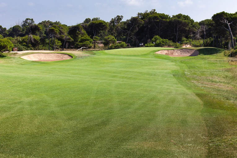 A drive placed on the wrong side of the fairway leaves this shot to the 6th at El Saler