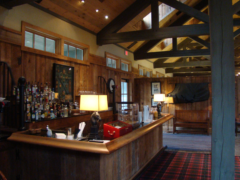 The bar offers exactly what every golfer needs: a reason why his score of 84 was nothing short of a work of art!