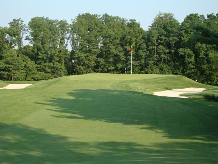 Though huge, the built-up green pad rests comfortably on the ground and presents a striking target once the golfer crests the hill.