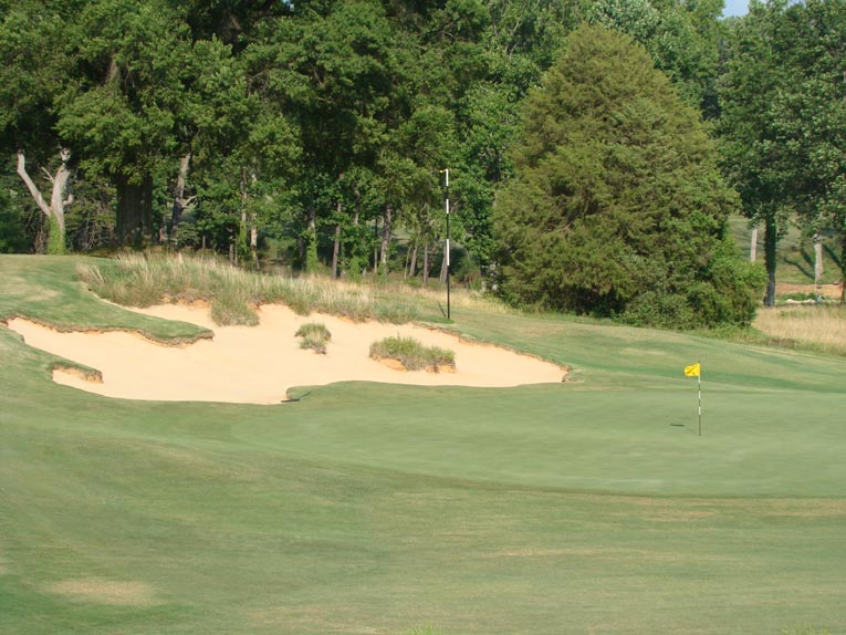 The largest bunker on the course occupies the hillside left of the green. Its presence is felt throughout much of one's round. One could be forgiven for thinking that we are in Maxwell's beloved Midwest.