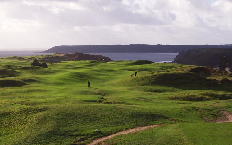 Sean Arble's photograph of the seventh hole at Pennard showcases the splendors of this Welsh course.